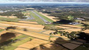 Till höger eller öster om flygplatsen planeras Giga vaasa området.