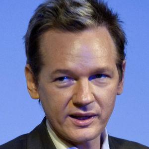 Julian Assange 14.8.2010 under ett seminarium i Sverige.