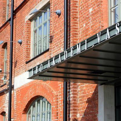 Academill, Åbo Akademi i Vasa.