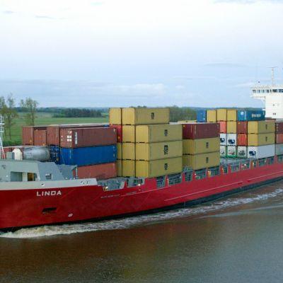 Lang Ship -varustamon ms Linda merellä.