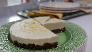 Raw citroncheesecake med chokladbotten