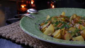 potatissallad på fat