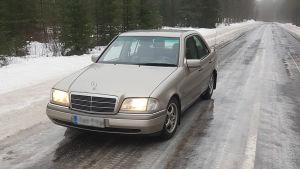 Bil på isbana