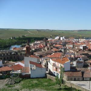 Näkymä Alba de Tormesin kylään ja ympäröivälle maaseudulle.