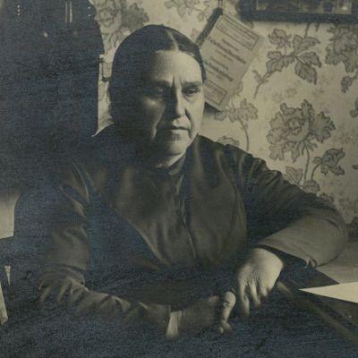 Vanha valokuva kansanparantaja Tyrvään Mantasta eli Amanda Jokisesta