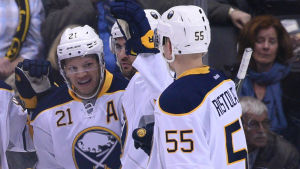 Buffalo firar mål.