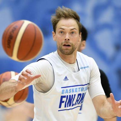 Rutinerade Petteri Koponen är ett välkommet tillskott i Finlands trupp i EM-kvalavslutningen.