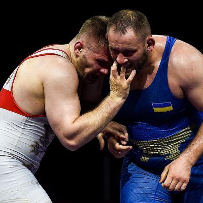 Elias Kuosmanen ja Mykola Kutshmii kuvassa