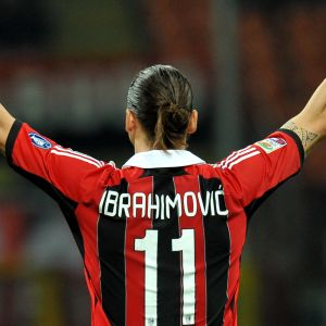 Zlatan Ibrahimovic jublar i AC Milans tröja våren 2012.