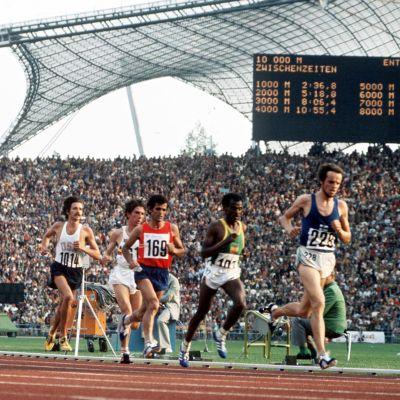Lasse Virén veti ryhmää Münchenin olympialaisten kymppitonnilla vuonna 1972.