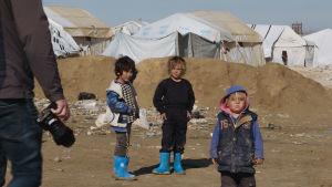 Barn (inte finländska) på lägret i al-Hol.