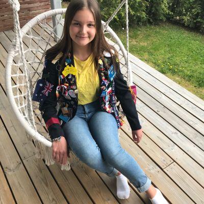Rotarytakkiin pukeutunut vaihto-oppilas Erika Holm
