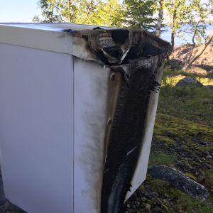 brunnet gaskylskåp.