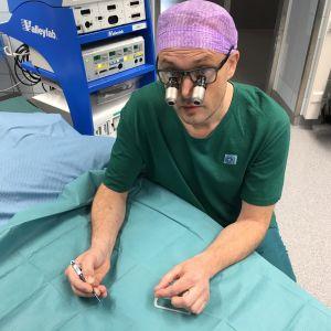 Kirurgen Patrik Lassus ska genomföra Finlands andra ansiktstransplantation.