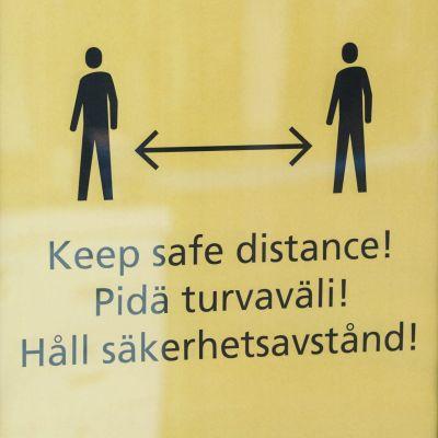 Skylt som uppmanar till att hålla säkerhetsavstånd.
