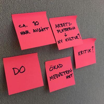 Fem rosa post-it-lappar som beskriver konsekvenser av #metoo.