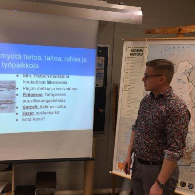 Historian opettaja Ville Impiö Kemin Hepolan koulusta.