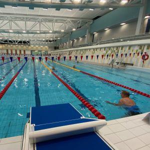 Kuopion uuden uimahallin kymmenratainen allas
