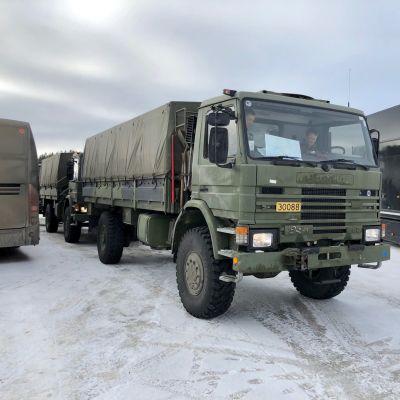 Norjan sotilasajoneuvoja Saariselän Nesteellä 11.3.2020