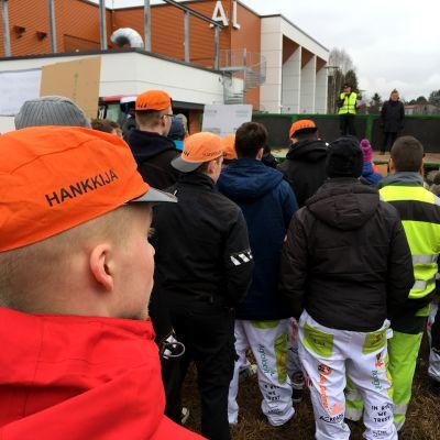 Seinäjoella järjestettiin maanantaina 3.4. agrologiopiskelijoiden mielenosoitus Ilmajoen agrologikoulutuksen siirtämissuunnitelmia vastaan.