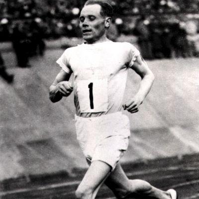 Paavo Nurmi juoksee