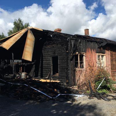 Tulipalossa tuhoutunut rakennus Kristiinankaupungissa.