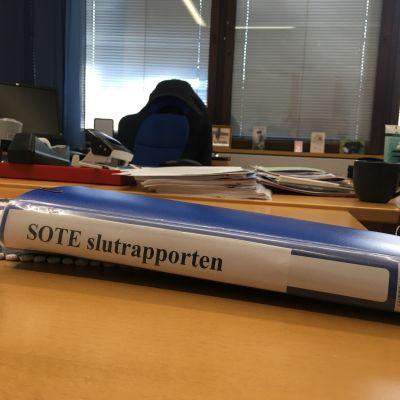 Sote-loppuraportti työpöydällä
