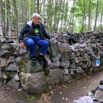 Kati Sinenmaa on rakentanut Pasilan kivilinnaa 1990-luvun puolivälistä saakka.