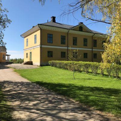 Exteriör från Brinkhall herrgård på Kakskerta i Åbo