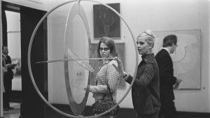 Suomalaista nykytaidetta esittelevän näyttelyn avajaiset Ateneumin taidemuseossa.