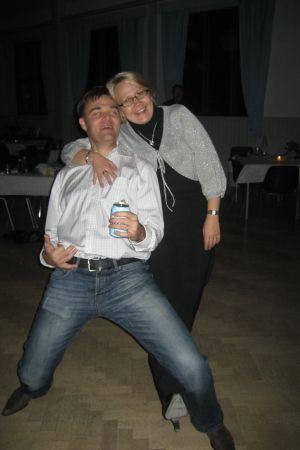 Timo ja hänen vaimonsa Mari juhlimassa