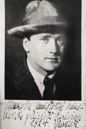 Väinö Hannikainen. Kuva on omistettu viulistiveljen Arvo Hannikaisen puolisolle Mary Hannikaiselle 1924.