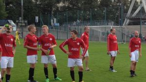 Jonas Britschgi tacka klacken tillsammans med HIFK.