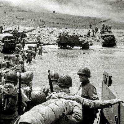 Sotilaita Normandian maihinnousussa.
