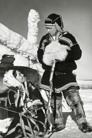 Mirjami Kuosmanen ja Kalervo Nissilä elokuvassa Valkoinen peura.