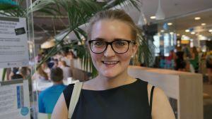 Studerande Jannika Törnqvist besöker Unicafé för att äta lunch.