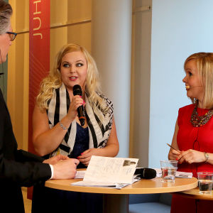 Janne Koskinen ja Riikka Holopainen haastattelevat sopraano Sanna Matinniemeä.