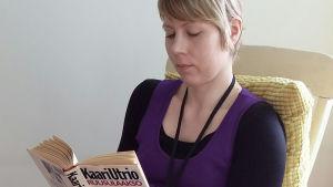 Hemulin kirjahylly -blogin Henna lukee Kaari Utrion kirjaa