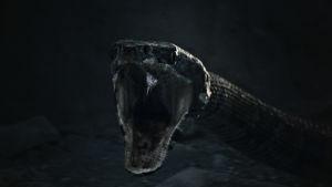 En enorm orm öppnar sitt skrämmande gap.