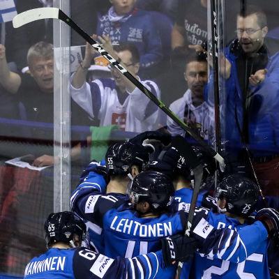 Finlands spelare firar, VM 2019.