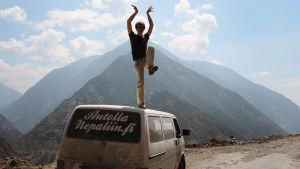 Autolla Nepaliin - unelmien elokuva, Mikael Hautala