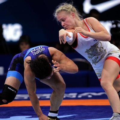 Petra Olli brottar sig till VM-final.