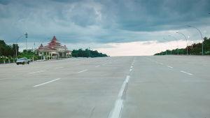 Vägen till parlamentet i Myanmars huvudstad Naypyidaw.