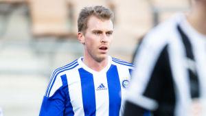 Rasmus Schüller i HJK:s tröja.