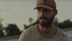 Tyler (Shia LaBeouf) i närbild då han ser orolig ut.