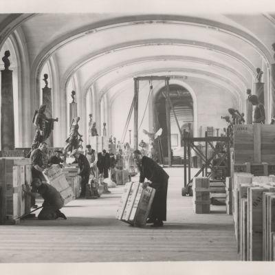 Louvren taideteoksia evakuoidaan toisen maailmansodan aikana