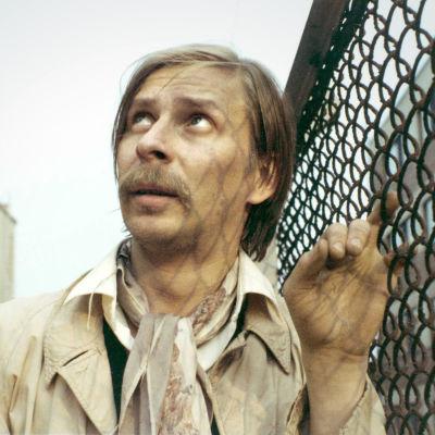 Matti Pellonpää Mika Kaurismäen elokuvassa Arvottomat (1982).