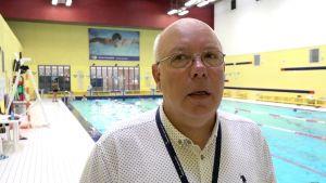 Valdas Jankauskas är direktör fån Litauens barn- och ungdomscenter, som bland annat driver den här hallen med en simbassäng centralt i Vilnius.