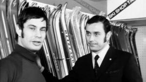 Ståla undersöker skidutrustning, 1971