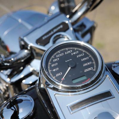 Moottoripyörän nopeusmittari.